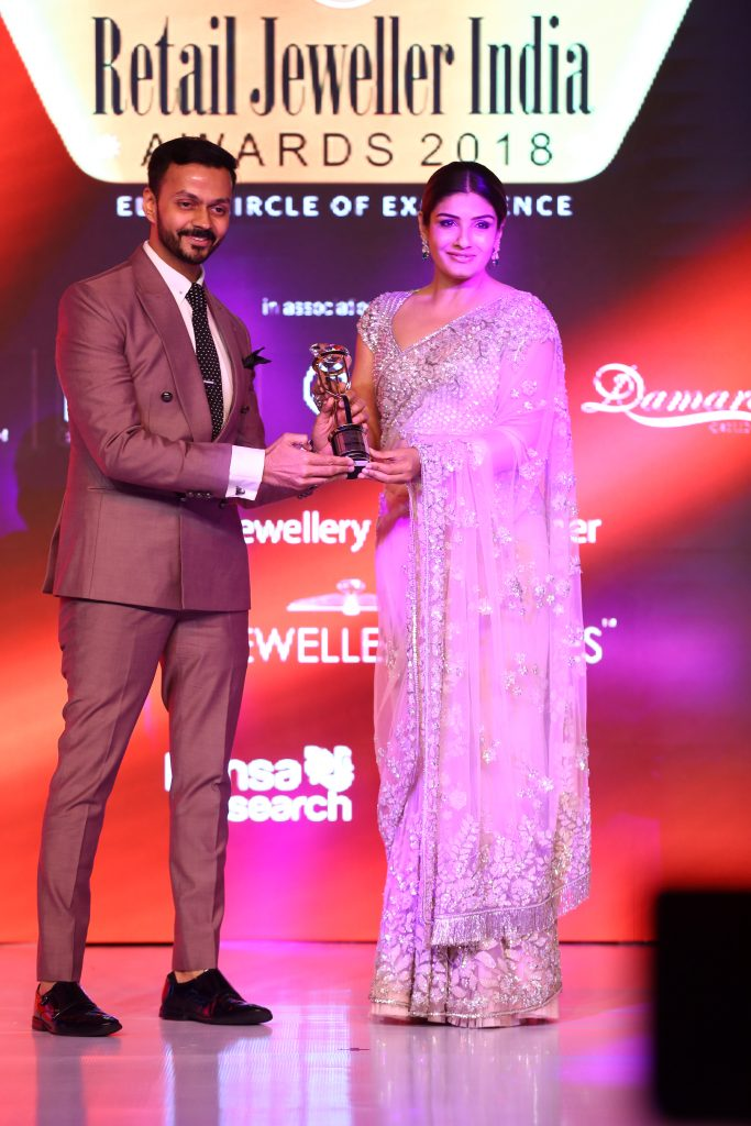 Gautam Soni-Managing Director, The House of MBj receiving award for the Innovative Jewellery of the Year from actress Raveena Tandon at Retail Jeweler Awards 2018
